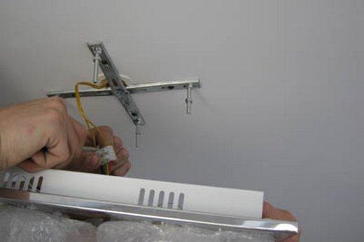 Установка люстры в натяжной потолок своими руками